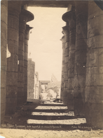 (Thebes) Ramesseum. Salle hypostyle et colosse de Ramses II.