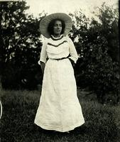 Young African American woman wearing a hat standing outside