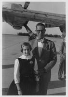 Estes Kefauver with girl in front of plane