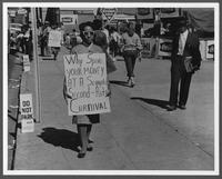 Civil rights marchers picket Cotton Carnival