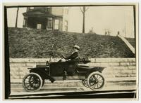 First auto[mobile] owned by a Tenn[essean] ag[en]t, Mrs. Elizabeth Lauderbach, Hamilton Co[unty], Tenn[essee], 1911.